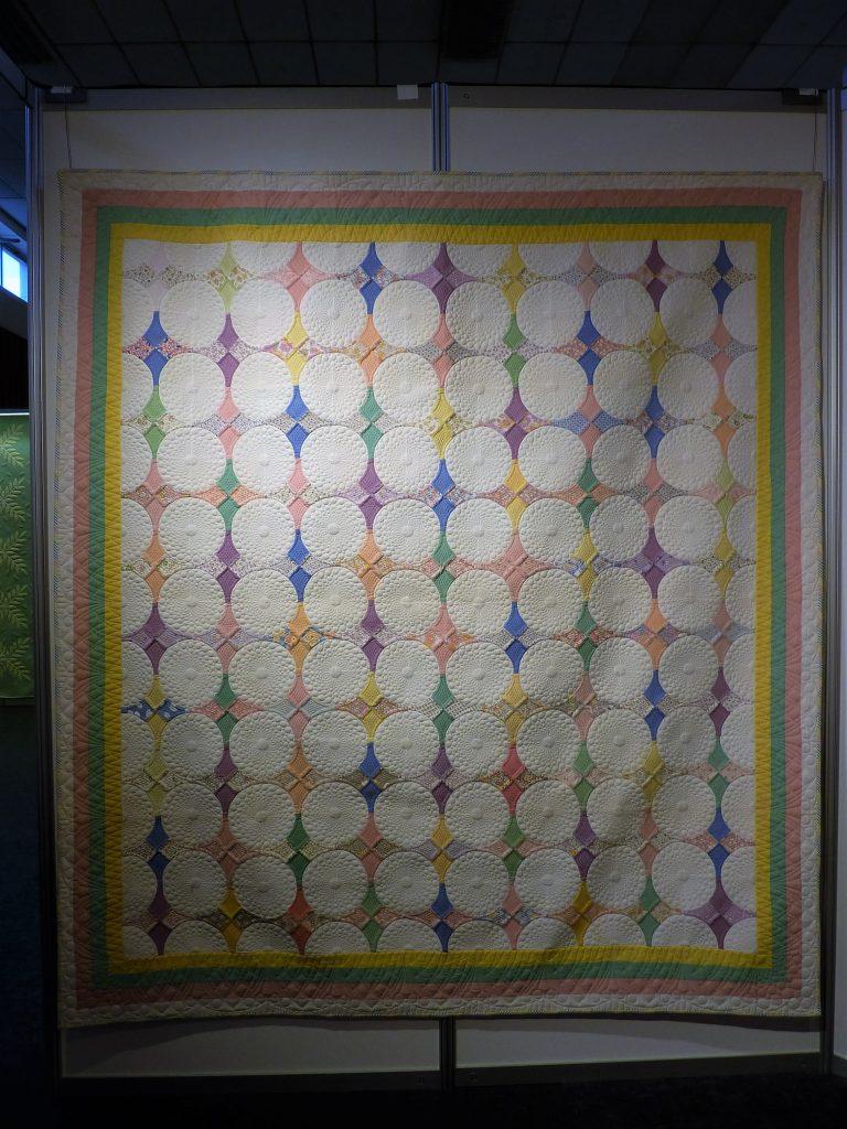 white-circle-quilt
